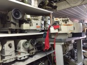 Overloque Industrial Semi nova Yamata, com mesa e motor Silencioso