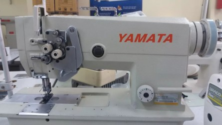 Máquina de Costura Reta Industrial Pespontadeira Alternada, Lançadeira Grande, FY875 - Yamata